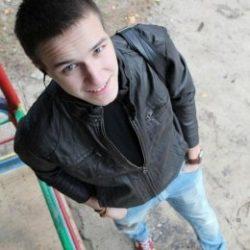 Серьезный и сексуальный молодой парень ищу девушку или девушек для сексуального удовлетворения ЮЗАО