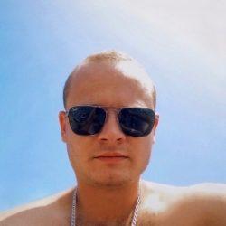 Парень ищет сексуальную девушку в Москве для секса