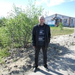 Парень ищет секса с девушкой или женщиной в Москве