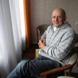Молодой парень ищет опытную девушку в Москве для интима