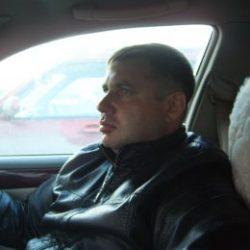 Молодой человек ищет девушку в Москве