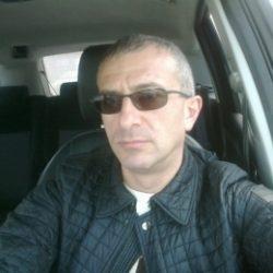 Парень ищет знакомства с девушкой в Москве