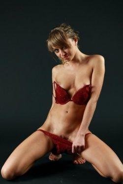 Девушка ищет страстный секс с выносливыми мужчинами в Москве
