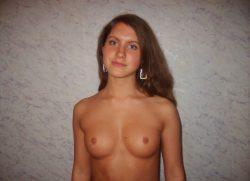 Девушка ищет мужчину  в Москве.