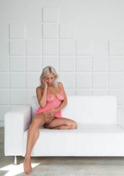 Худенькая, ухоженная студентка! Натуральная блондинка! Ищу мужчину для секса в Москве.