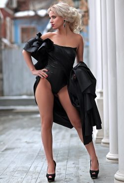 Девушка ищет взрослого мужчину с характером доминанта для встреч в Москве