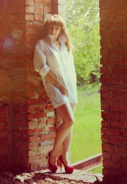 Стану на коленки и прогну спинку! Молодая девушка ищет парня в Москве