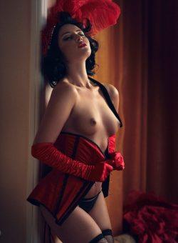 Очаровательная девушка брю ищет мужчину для секса в Москве