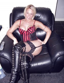 Я горячая, игривая девушка. Хочу встретиться с мужчиной в Москве для божественного секса.