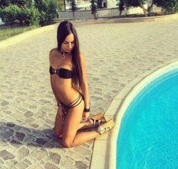 Очаровательная и милая девушка-брюнетка желает встретится с мужчиной в Москве