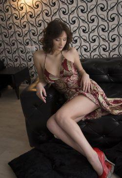 Худенькая девушка татарочка, с приятной внешность, проведёт время с мужчиной в Москве.