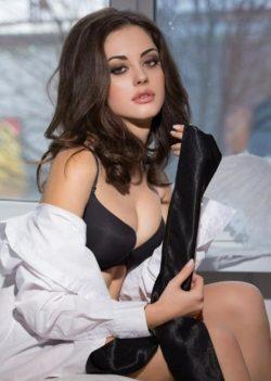 Молодая, высокая и сочная девушка ищет мужчину для секса в Москве