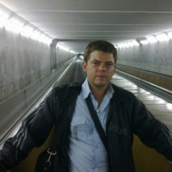Не агрессивный парень, студент. Ищу девушку/женщину для секса в Москве